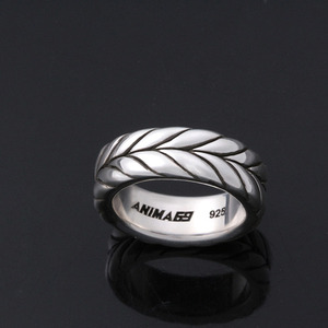 chevron aged silver band ring